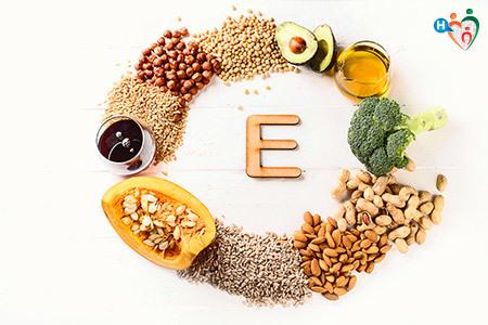 Immagine che mostragli alimenti che contengono la vitamina E, prevalentemente semi e frutta secca
