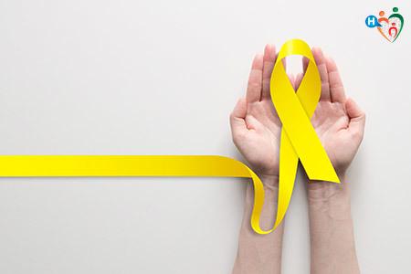 immagine con un filo giallo che forma un fiocco, simbolo della prevenzione contro il cancro