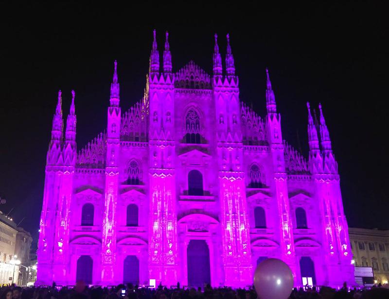 Il Duomo di Milano si tinge di rosa per l'AIRC