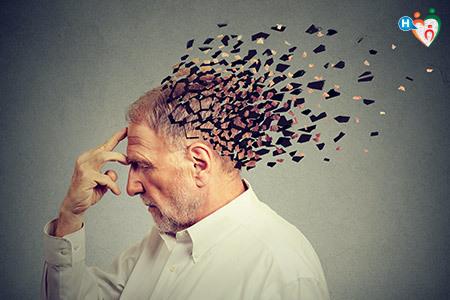 Immagine che mostra un anziano che perde la memoria