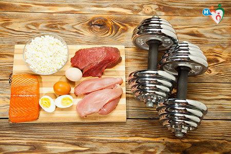 Immagine che mostra degli alimenti ricchi di proteine, tipici della vita di uno sportivo
