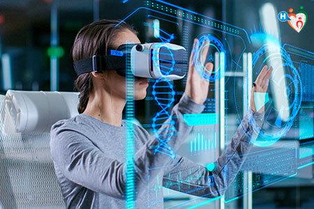 Immagine di una donna mentre guarda uno schermo luminoso