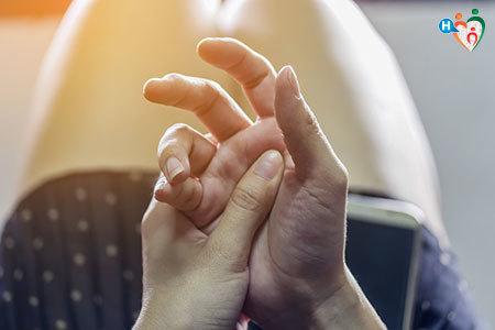 Immagine che mostra a sindrome del dito a scatto