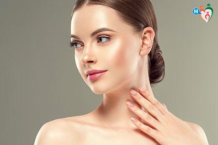 Immagine di una ragazza con il viso girato di lato per mettere in mostra il suo profilo