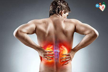 Immagine di un uomo di spalle con le mani sui fianchi per sottolineare i reni