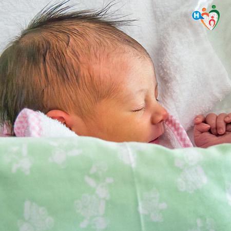 Immagine di un bambino appena nato che dorme