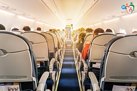 Immagine che ritrae l'interno di un aereoplano
