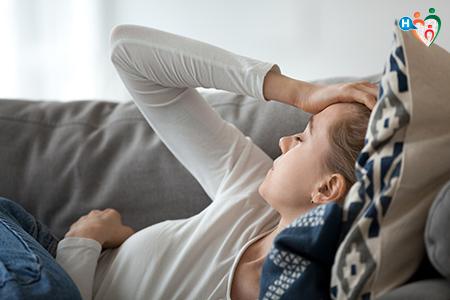 Donna in gravidanza con mal di testa