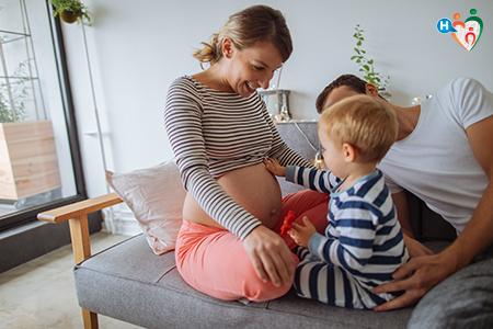 Immagine che ritrae una famiglia con bimbo piccolo