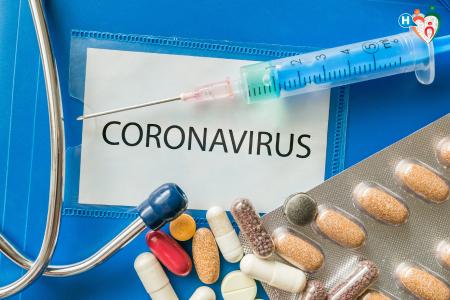 Immagine che ritrae una cartella clinica e dei medicinali per nuovo coronavirus
