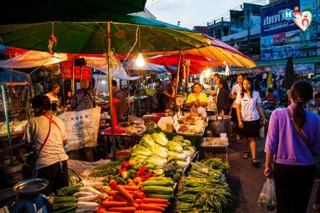 Fotografia che ritrae un mercato del sud est asiatico