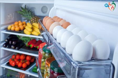 Immagine che ritrae alcuni alimenti in frigo