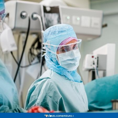 Fotografia di operatori sanitari al lavoro in ospedale