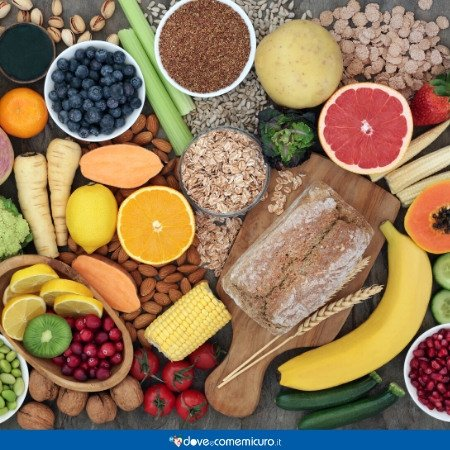 Immagine che ritrae frutta e verdura di vario genere