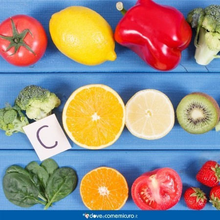 Immagine che ritrae alimenti ricchi di vitamina C