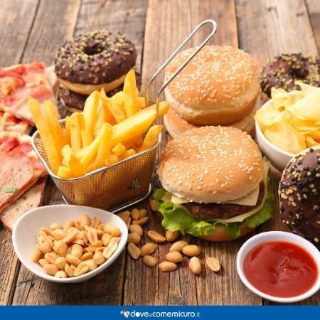 Immagine che ritrae cibo spazzatura