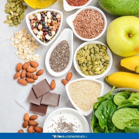 Immagine che ritrae ciotole di alimenti ad alto contenuto di magnesio