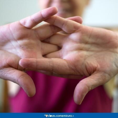 Immagine che mostra le articolazioni delle mani