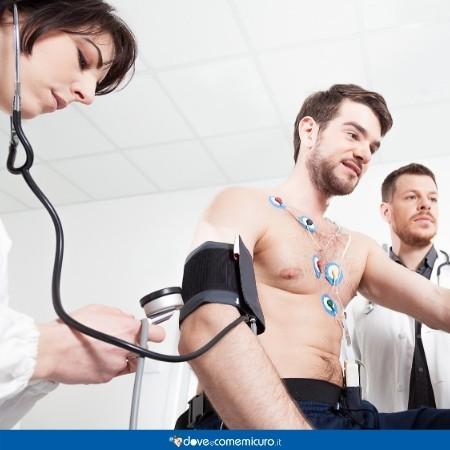Immagine che mostra un paziente mentre effettua un test sotto sforzo