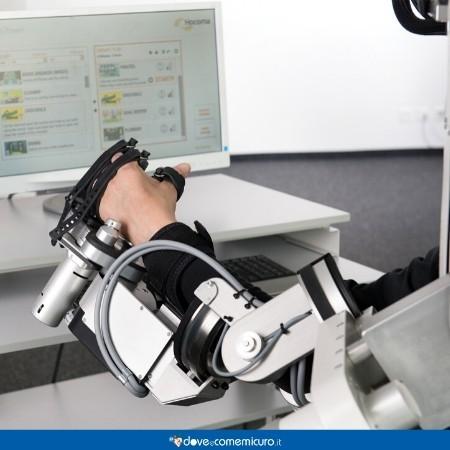 Immagine di robot per la riabilitazione Armeo Power con Manovo Pro