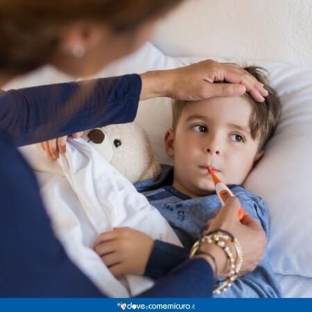 Immagine di un bambino mentre prova la febbre