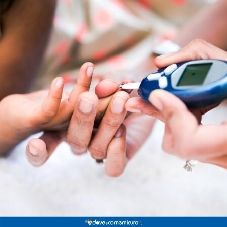 Immagine che raffigura il monitoraggio della glicemia di un paziente diabetico