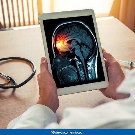 Immagine di un tablet che mostra la parte del cervello colpita dalla meningite