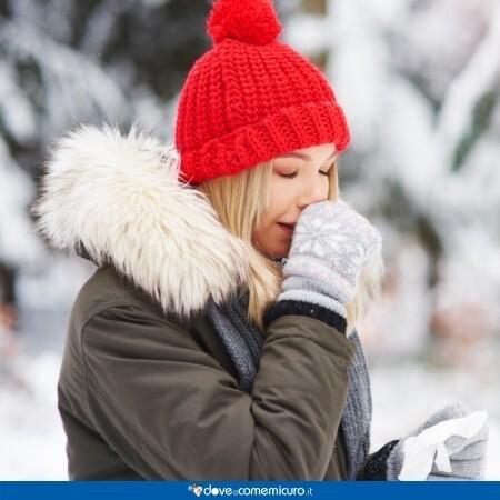 Immagine infografica che rappresenta una ragazza che tossisce al freddo