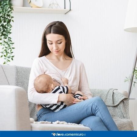 Immagine che rappresenta una donna che sta allattando al seno un bambino/a