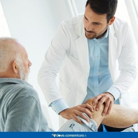 Immagine che rappresenta una visita per artrosi al ginocchio del paziente sdraiato