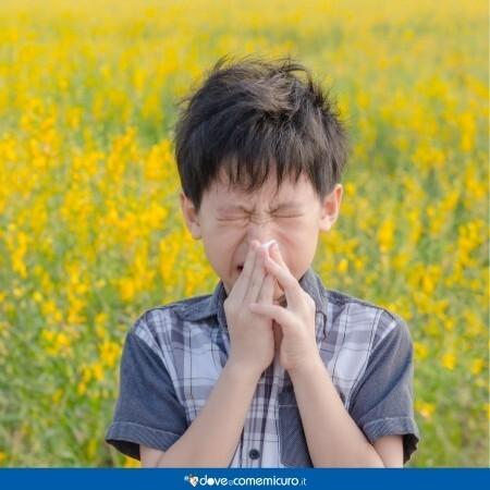 Immagine che rappresenta un bambino con la sinusite in un campo