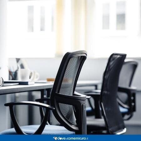 Immagine che rappresenta delle sedie in un ufficio