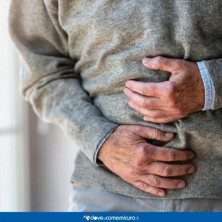 Immagine che rappresenta un uomo con dolore allo stomaco