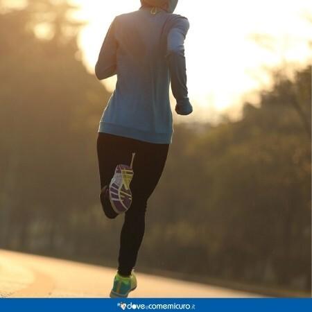 Immagine che rappresenta una giovane donna che corre