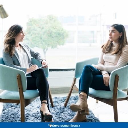 Immagine che rappresenta una seduta dallo psicologo