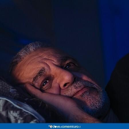 Immagine che rappresenta un uomo anziano che non dorme