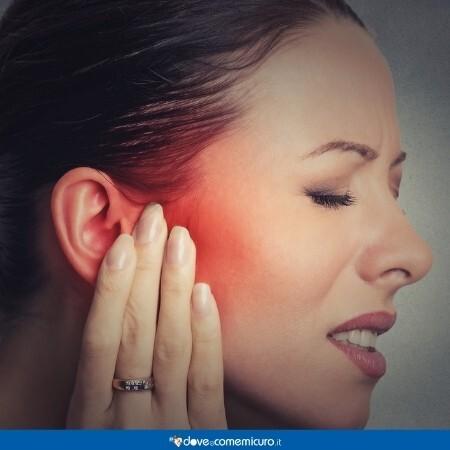 Immagine che rappresenta una donna con dolore all'orecchio