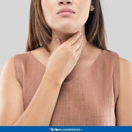 Immagine che rappresenta una donna con il mal di gola