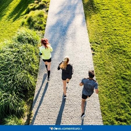 Immagine che rappresenta delle persone che corrono nei parchi