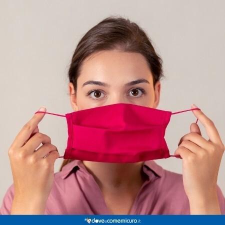 Immagine che rappresenta una persona che indossa la mascherina