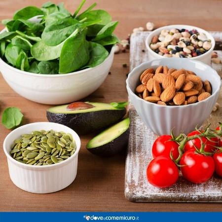 Immagine che rappresenta cibi che contengono la vitamina k