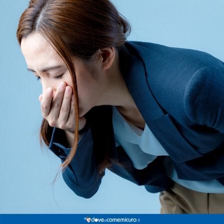 Immagine che rappresenta una donna che sta per vomitare