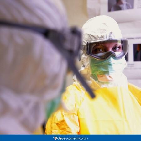 Immagine che rappresenta delle persone che si proteggono dal virus ebola