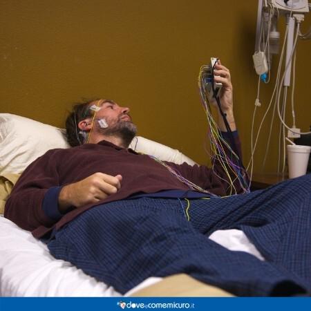 Immagine che rappresenta una persona che sta facendo un test del sonno