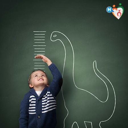 Statura di un bambino rappresentata sul muro