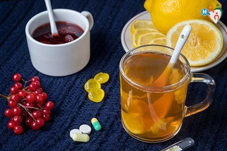 Rimedi della tosse: miele, the, bevande calde...
