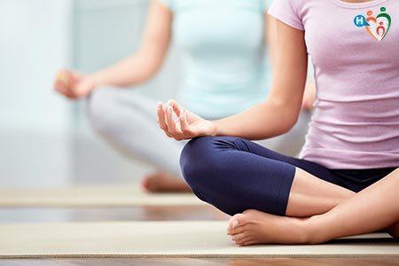 Sport che sprona a migliorare gli attacchi di fame: lo yoga