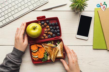 Lunch box con cibi salutari per contrastare la fame nervosa