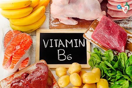 Immagini con tutti gli alimenti che includono naturalmente la vitamina B6: banane, tonno, salmone, carne bovina, legumi...