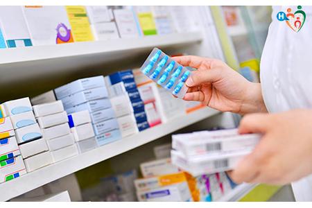 Immagine che mostra tante scatole di antibiotici, necessari per sconfiggere la polmonite